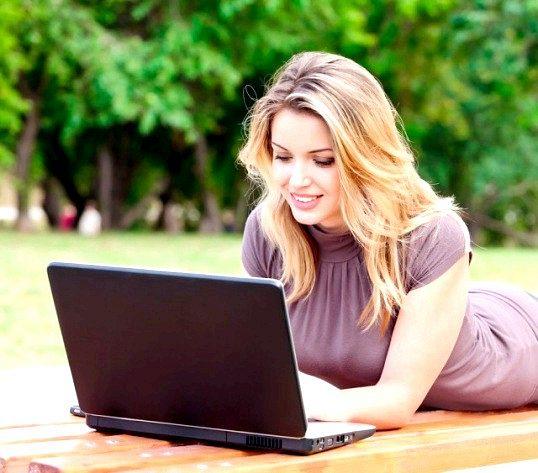 Який ноутбук подарувати дівчині
