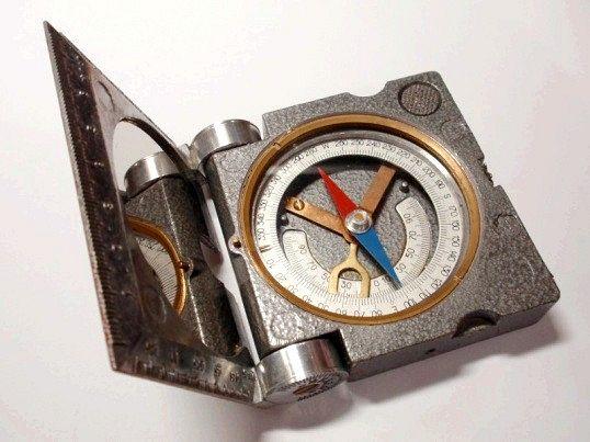 Звичайний магнітний компас