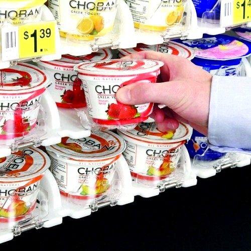 Хто викладає продукти на прилавки супермаркету
