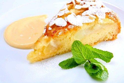 Мигдальний пиріг з персиками