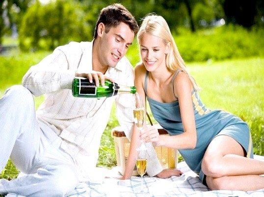 Щоб романтичні відносини не були затьмарені неприємними наслідками у вигляді венеричних захворювань, слід заздалегідь подбати про способи їх профілактики