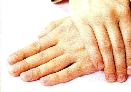 Про що можуть розповісти чоловічі руки?