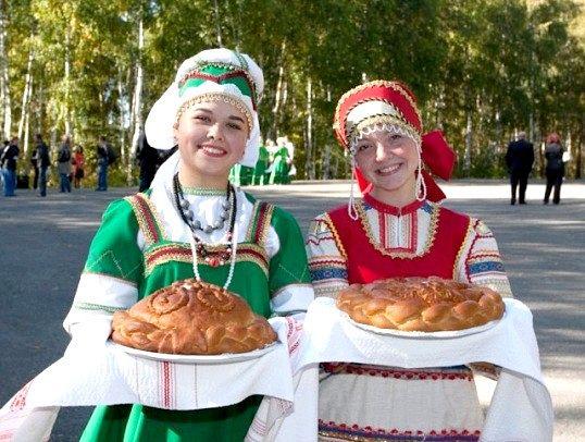 Звідки пішла традиція зустрічати хлібом з сіллю
