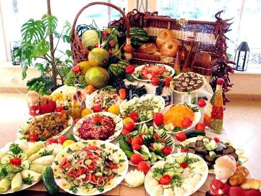 Чому людина не їсть за святковим столом