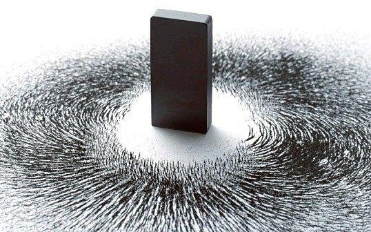Чому магніт притягує залізо