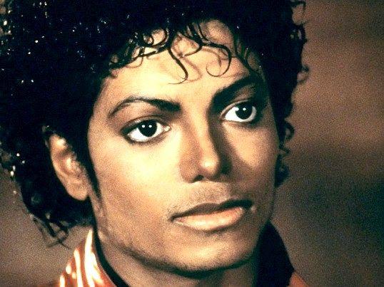 Чому Майкл Джексон змінив колір шкіри