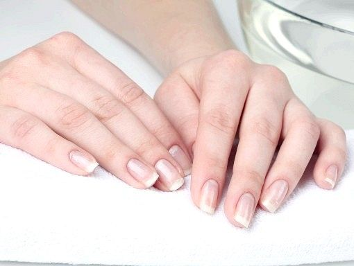 Чому відшаровуються нігті на руках