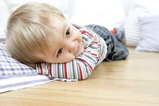 Чому дитина не спить вдень