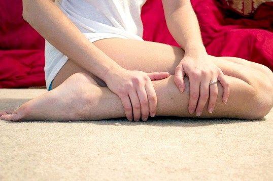 Чому судомить м'язи ніг уві сні