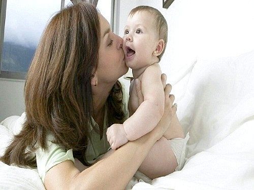 Чому у дитини сльозяться очі