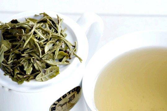 Користь білого чаю для шкіри обличчя