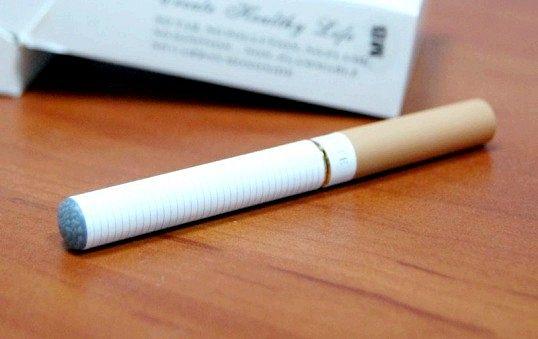 Чи допомагає електронна сигарета кинути палити