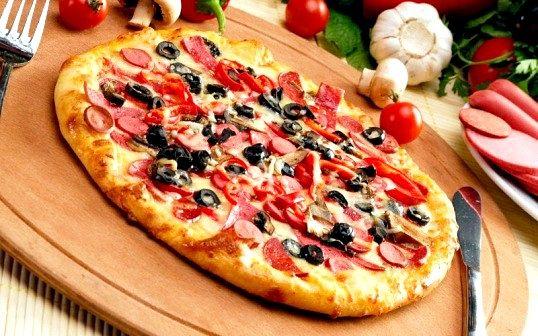 При якій температурі випікати піцу