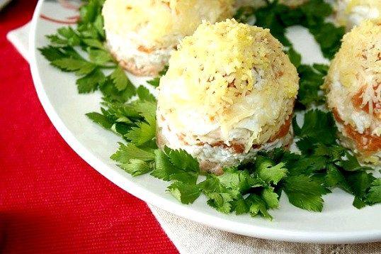 Рецепти салатів з консервованою горбушею