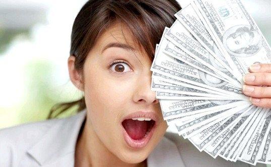 Скільки має заробляти жінка
