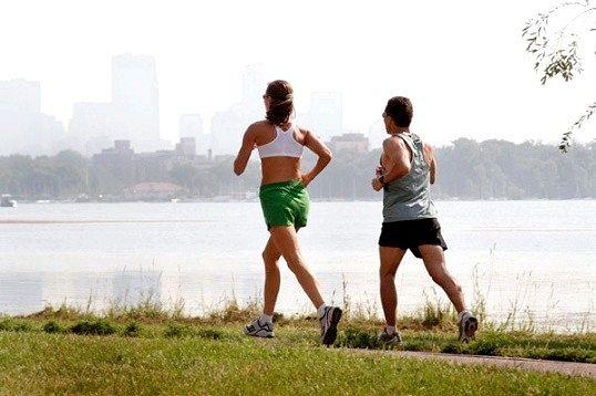 Скільки калорій спалюється при бігу