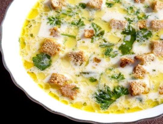 Вершково-сирний суп з сухарями