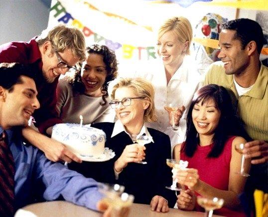 Порада 1: чим пригостити колег на роботі в день рожденья