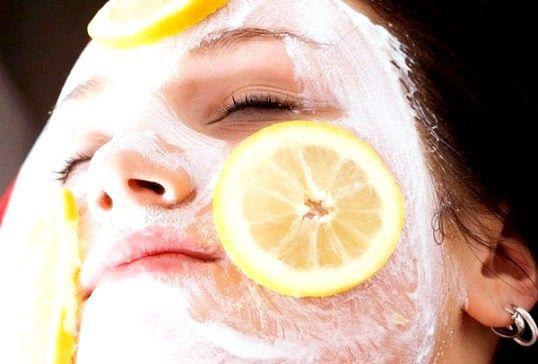 Стягують маски для обличчя