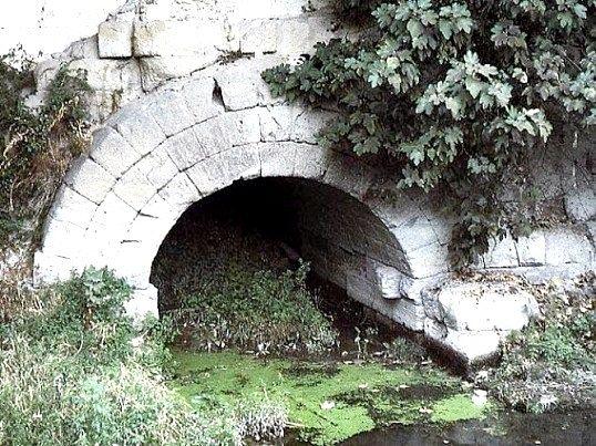 В якому місті з'явилася перша у світі каналізація