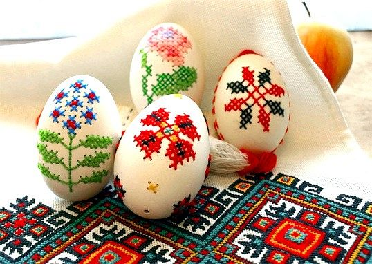 Вишивка на яєчній шкаралупі - оригінальна ідея до великодня
