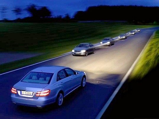 Навіщо автомобілісти блимають фарами